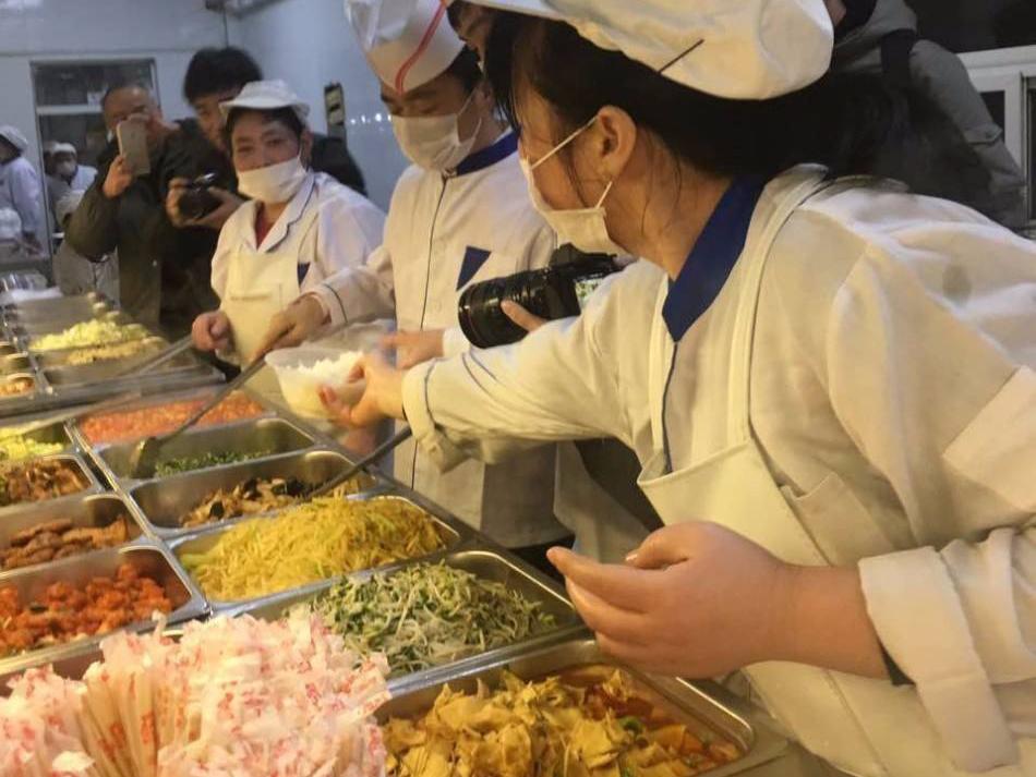 食堂承包公司如何提高饭菜质量和服务